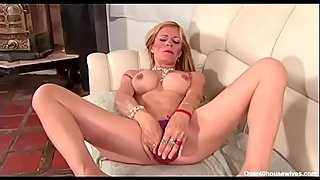 STEPMOMLOVER.COM: Mature Mom loves son