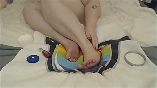 BBW W/ Big feet Pampering - Moisturizing Measuring and painting toenails.