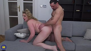 Mature mom Irina gets cunnilingus and rough sex