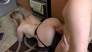 Sexy mature blonde has good sex