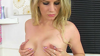 UK milf Ashleigh lets us enjoy her leaking nipples
