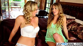 Experienced Les Mom Teachs Her Stepdaughter