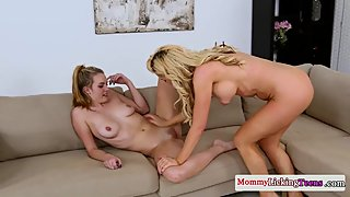 Les milf pussylicking teen before scissoring