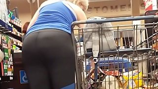 Candid HUGE ass mom shopping, round 2
